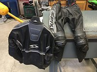Leather jackets and suits-c52b16ca-606d-4e50-97cf-0ba2563ecc14.jpg
