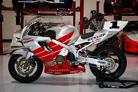 New Project-honda-cbr600-motorcycle-9859-001.jpg